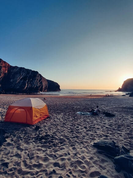 Beach tent for wind